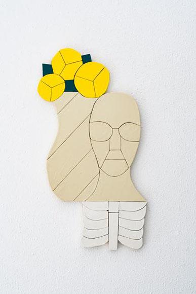図・像化ー生花と白骨ー 2017 陶、合板 h67×w37×d2 cm