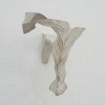 「降りてくる水の夢」2010 樟・アクリル絵具 h24×w24×d20cm