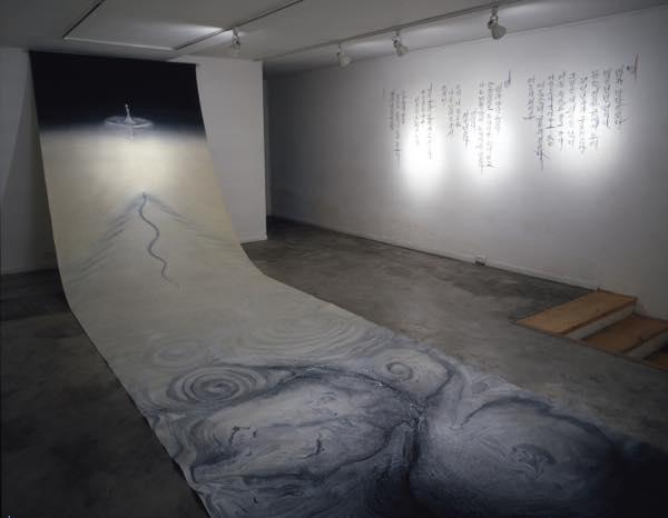 真空 日韓交流展(2001) キャンバスに油性ウレタン 72×1000cm roll
