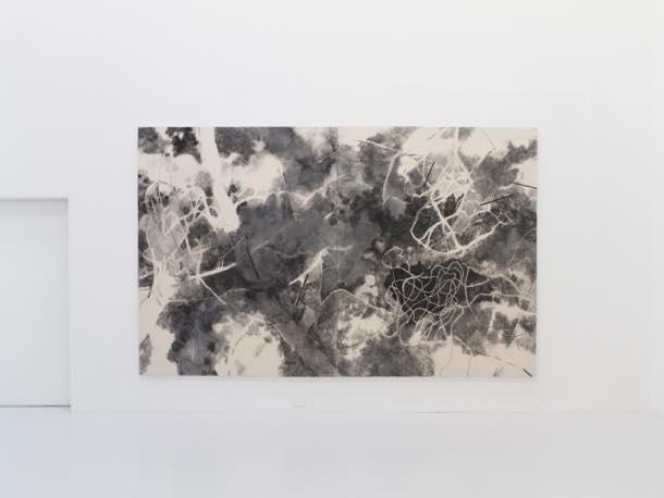 untitled_2 2017 綿布、木炭、墨 h227xw364cm