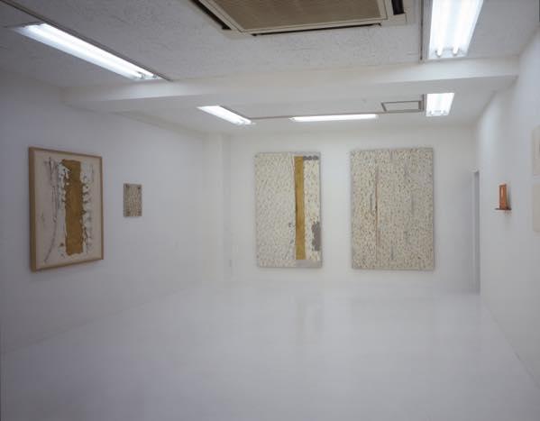 「弓形が触れて」(2003)展示風景