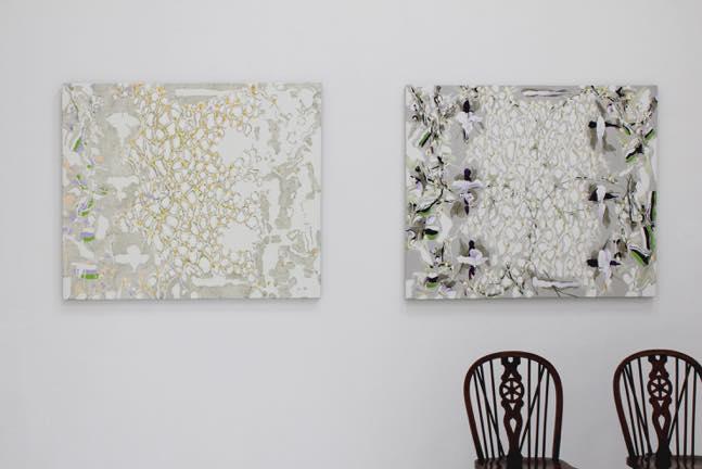 (左)W.I.P-Ⅱ 地塗反転 a 2008 (「日射の中で 白く強い目前 Ⅱ」の反転) 2008 (右)日射の中で 白く強い目前 Ⅱ 1995