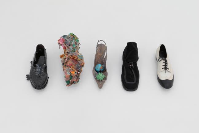 片方の女性靴(5個組) 2014 ブロンズ ガラス 玩具 片方の女性靴 油絵の具 サイズ可変