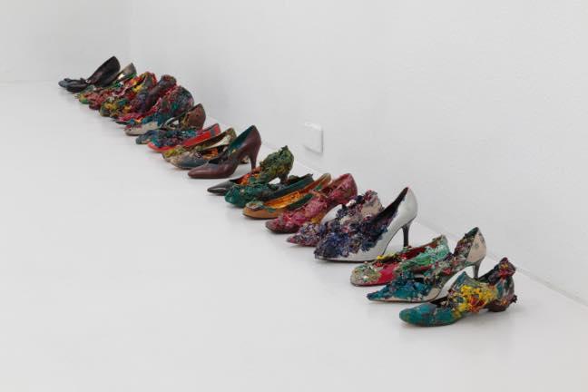 片方の女性靴(23個組) 2017 片方の女性靴 油絵具 サイズ可変