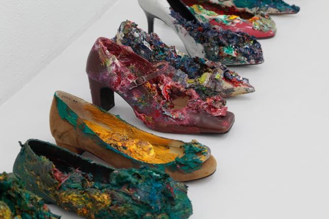 片方の女性靴(23個組)部分 2017 片方の女性靴 油絵具 サイズ可変