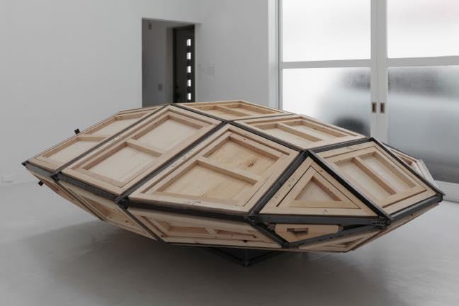 い内部を持つ形 2014 木、鉄、鋼鉄 h115×w284×d290cm